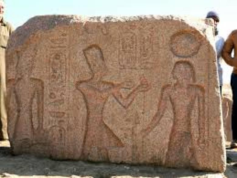 العثور على لوحة أثرية لرمسيس الثاني في الشرقية