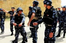 أجهزة الضفة تعتقل صحفياً وتستدعي أسيراً محرراً
