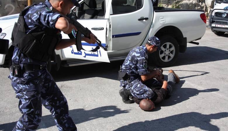الشرطة تقبض على أب وابنه بتهمة ترويج مخدرات بنابلس