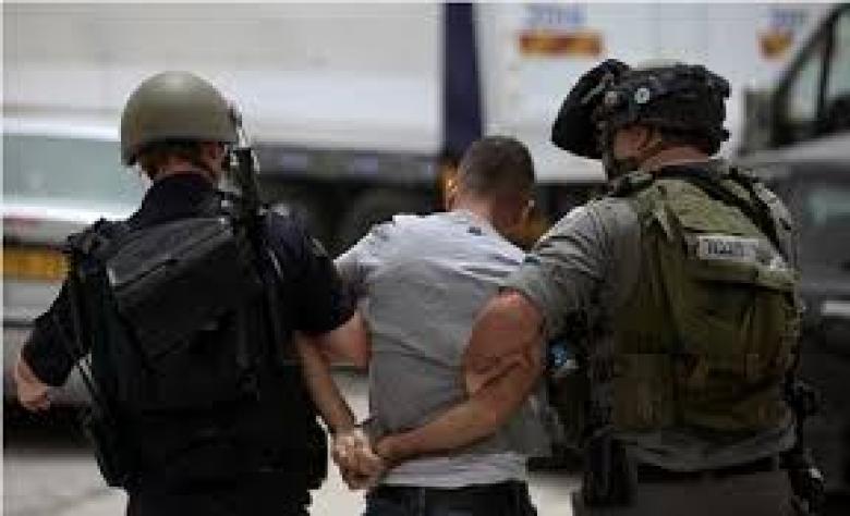 قوات الاحتلال تعتقل شابًا في جنين