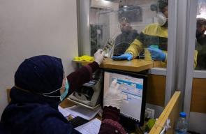 إجراءات الوقاية أثناء صرف المنحة القطرية بفروع البريد في قطاع غزة