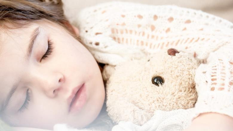 كيف تساعد طفلك على التعامل مع الخوف والقلق؟