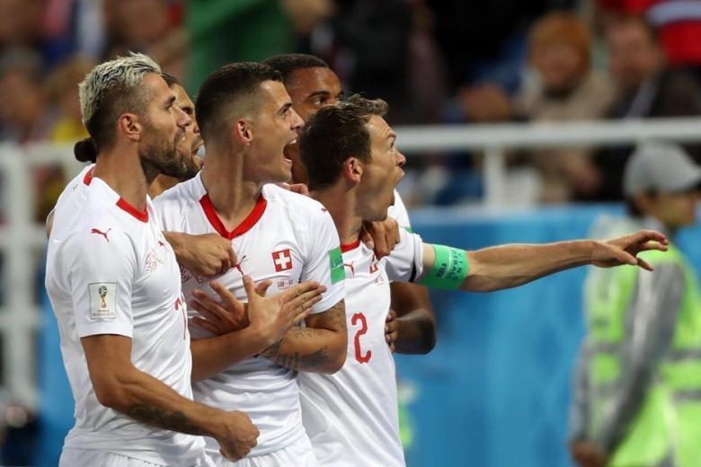 الفيفا يفتح تحقيقا في حركات تشاكا و شاكيري أمام صربيا
