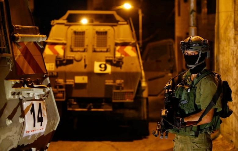 حملة اعتقالات ومداهمات واسعة في مدن الضفة