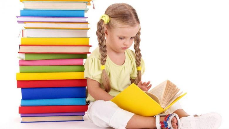 علامات تدل على إصابة طفلك بعسر القراءة وصعوبات التعلم