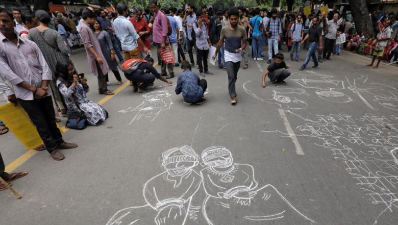 أزمة كشمير.. واشنطن تدعو للحوار والهند تندد بتحركات باكستان وتعتقل المئات