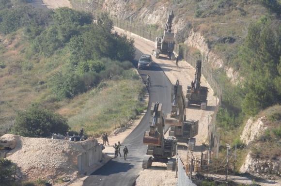 آليات للجيش الإسرائيلي تقوم بحفريات على الحدود الفلسطينية اللبنانية