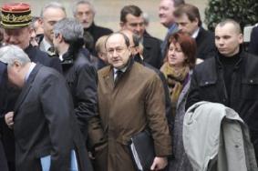 """""""الموساد"""" يجند مسؤولين فرنسيين للتجسس على السلاح السوري"""