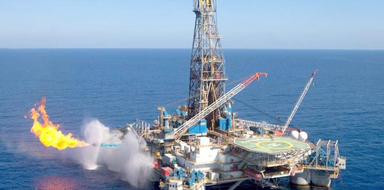 مصر توسع التنقيب عن النفط والغاز في البحرين الأحمر والمتوسط