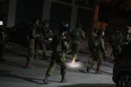 اعتقال 9 مواطنين بالضفة ومصادرة أسلحة وأموال