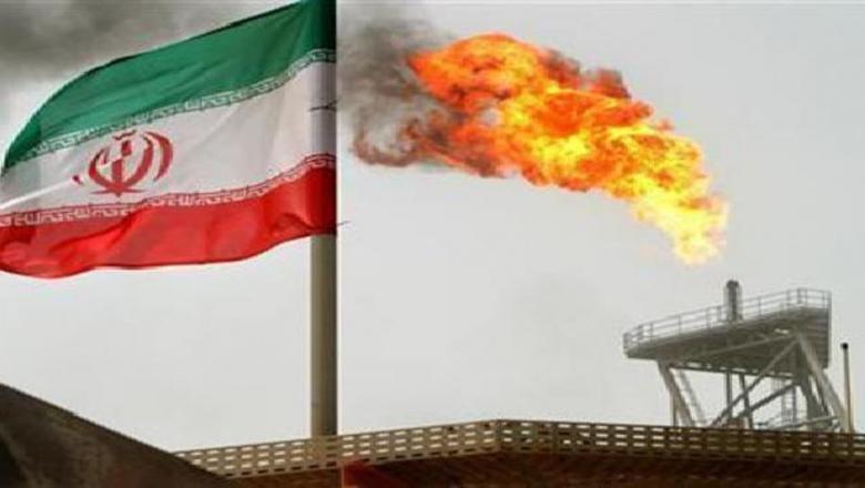 """إيران.. حريق في محطة نفط """"نايين"""" على الخليج بسبب انفجار"""