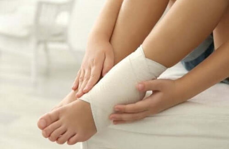 علاجات تقليدية لتورم القدمين والكاحلين.. تعرف عليها