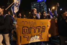 """المئات بشوارع """"تل أبيب"""" رفضًا للتهدئة مع غزة"""