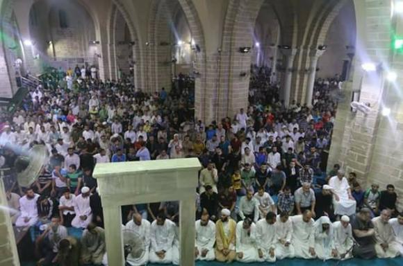أجواء إحياء ليلة 27 من رمضان في المسجد العمري الكبير بمدينة غزة