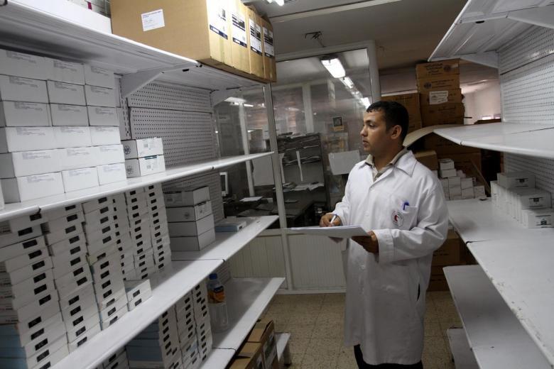 مركز حقوقي يحذر من تبعات نقص الأدوية بغزة