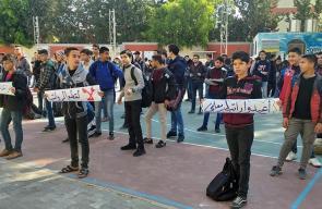 وقفة طلابية تضامناً مع المعلمين المقطوعة رواتبهم