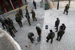 الاحتلال يفجر جسماً مشبوهاً قرب المسجد الإبراهيمي