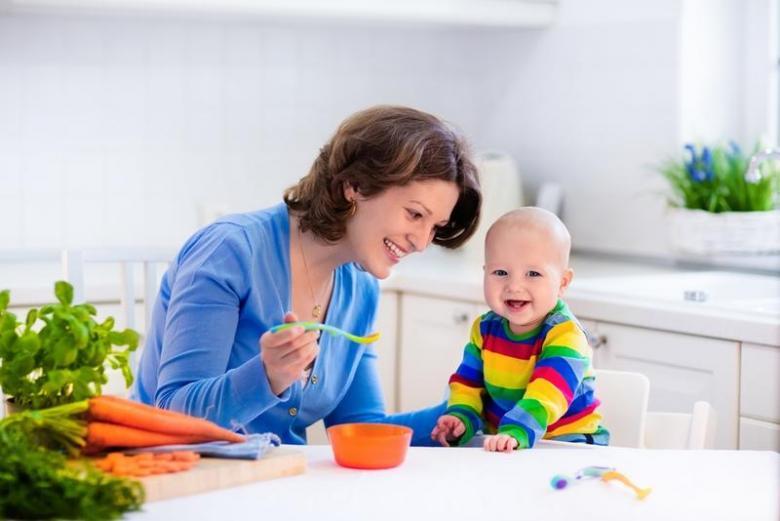4 أطعمة يتقبلها طفلك بعد شهره السادس