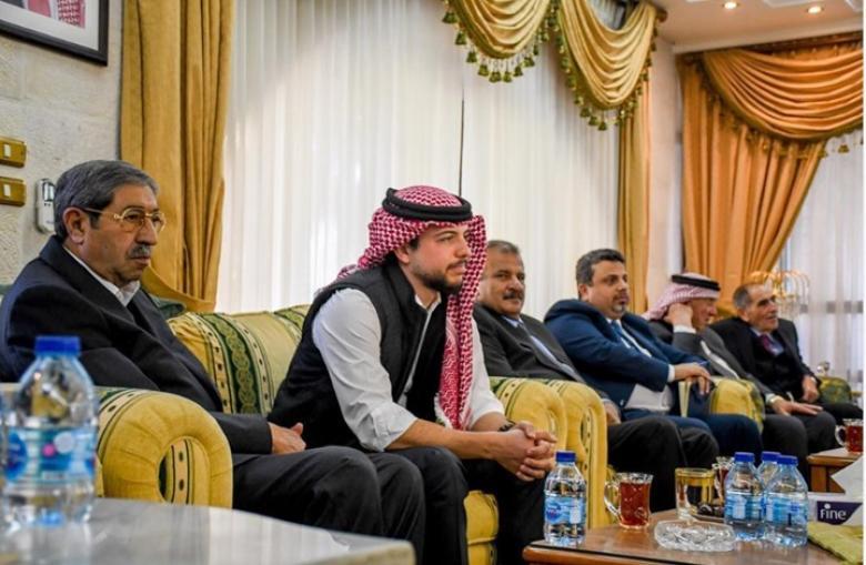 a0fe2db20a76f ولي العهد الأردني يستخدم العكازات - فلسطين الآن