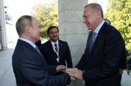 بوتين يمازح أردوغان خلال استقباله في سوتشي