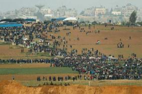 إصابة 42 مواطنًا خلال قمع الاحتلال للمشاركين في مسيرات العودة