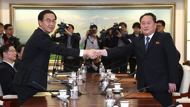 أول محادثات بين الكوريتين منذ عامين