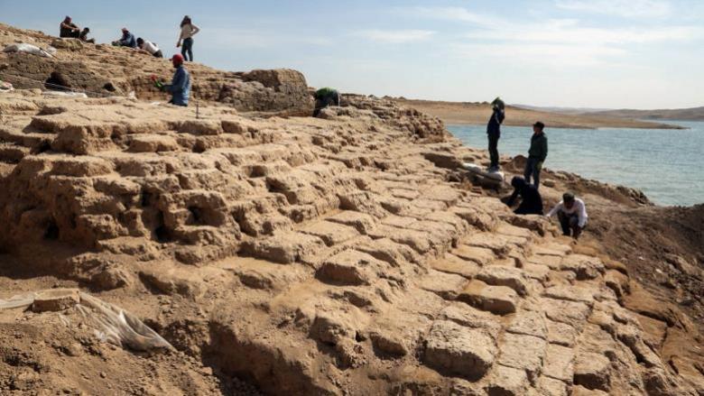 انحسار المياه بالعراق يكشف عن حضارة قديمة غامضة
