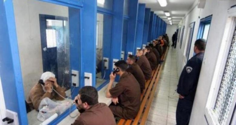 """الصليب: 21 من أهالي المعتقلين بغزة يزورون أبنائهم بسجن """"رامون"""""""