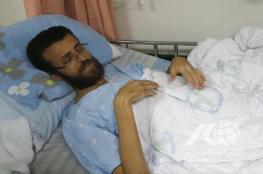نادي الأسير يطلب نقل القيق لمستشفى فلسطيني