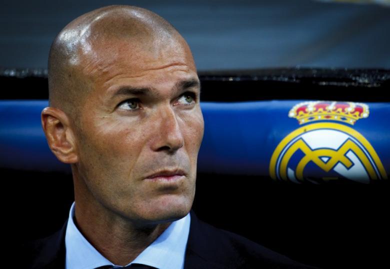 زيدان يحسم موقفه من عرض ريال مدريد