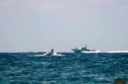 زوارق الاحتلال تستهدف الصيادين في بحر القطاع