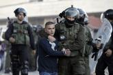 الاحتلال يعتقل مواطنا شرق قلقيلية