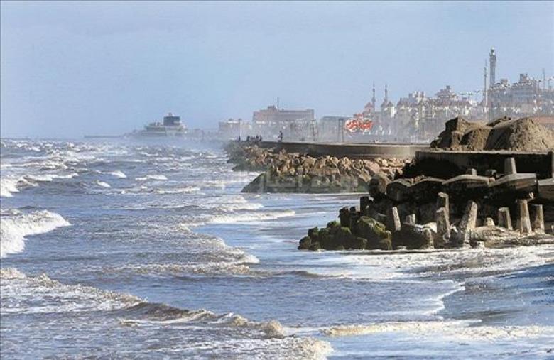 مصر تنفي الأنباء عن غرق المحافظات الساحلية