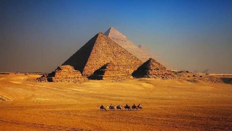 أوان لبنانية عمرها 4500 عام تلقي الضوء على حياة بُناة الأهرام