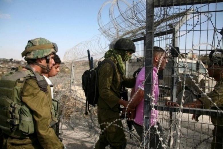 الاحتلال يعتقل فلسطينيًا شمال القطاع