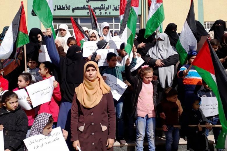تجمع نساء ضد الحصار يندد بإهمال حكومة الحمد الله ملف الصحة