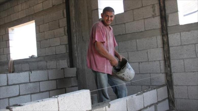 خريجو غزة يعانون في ظل غياب البدائل