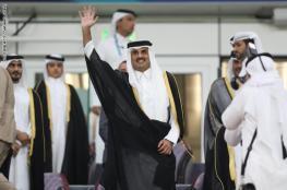ردة فعل أمير قطر ووالده الشيخ حمد في المدرجات