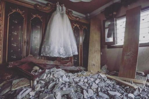 عريس غزي وعروس سورية حول الاحتلال فرحهم لركام