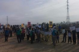 المئات يتظاهرون ضد هدم المنازل بالنقب المحتل