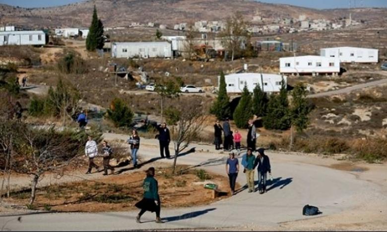 مستوطنون ينصبون بيوتًا متنقلة خارج مستوطنات جنوب وغرب نابلس
