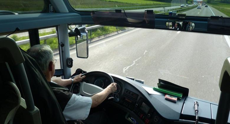 سائق يتحول إلى مليونير بسبب هدية من محطة وقود