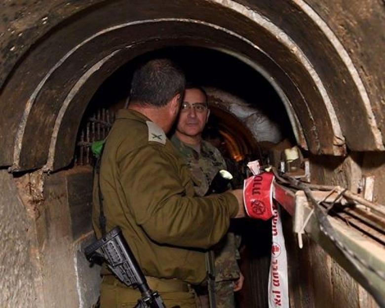 قائد القوات الأمريكية في أوروبا يزور أحد أنفاق غزة