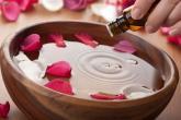 فوائد زيت الورد الجمالية .. هل تعرفينها؟