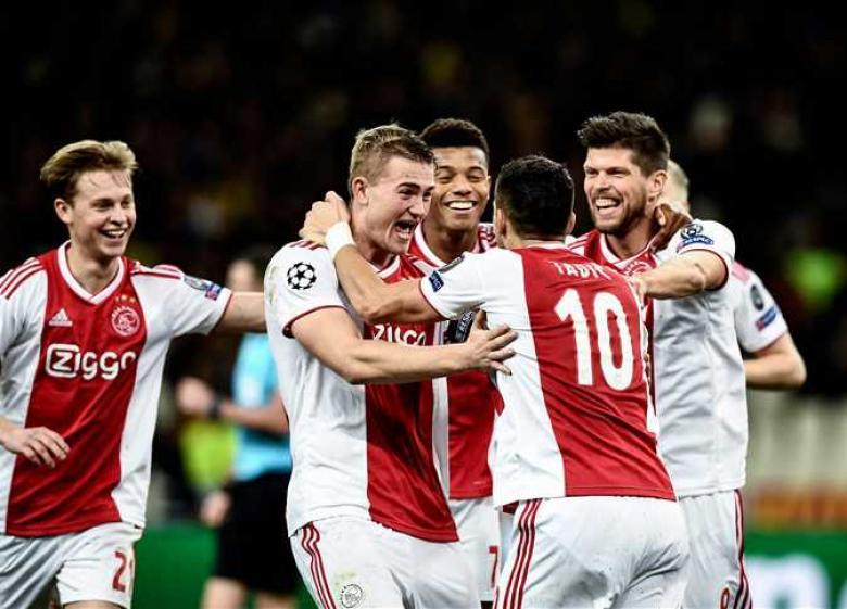 أياكس يغسل أحزانه الأوروبية بالتتويج بلقب الدوري الهولندي