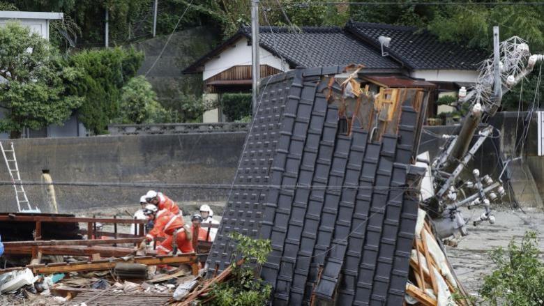 غضب الطبيعة.. فيضانات اليابان تقتّل وتشرد وتشل الاقتصاد