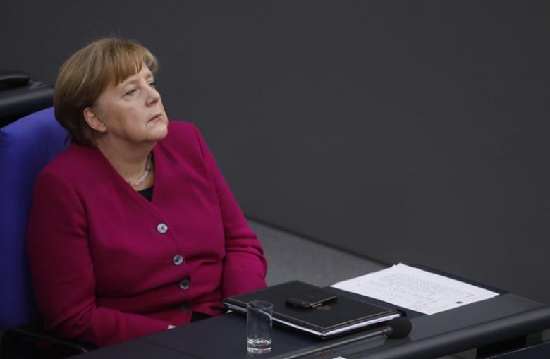 ميركل: لن نشارك بضرب سوريا.. ووزير ألماني: لم يشاورنا أحد