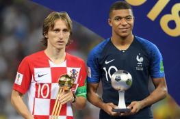 تقارير صحفية تكشف المتصدرين الثلاثة لجائزة الكرة الذهبية