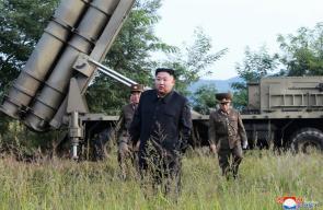 زعيم كوريا الشمالية يشرف بنفسه على اختبار قاذفة صواريخ