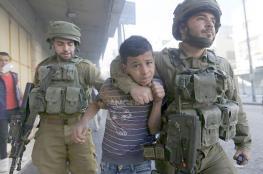 الاحتلال يعتدي على شابين بالضرب ويعتقل طفلا بالخليل